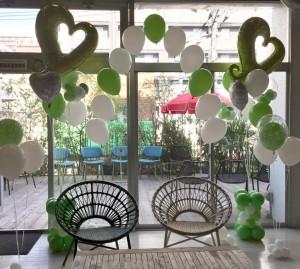 緑と白のバルーン